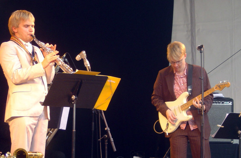 Mikko Innanen and Esa Onttonen playing at Les Rendez-vous de l'Erdre in Nantes in 2006.